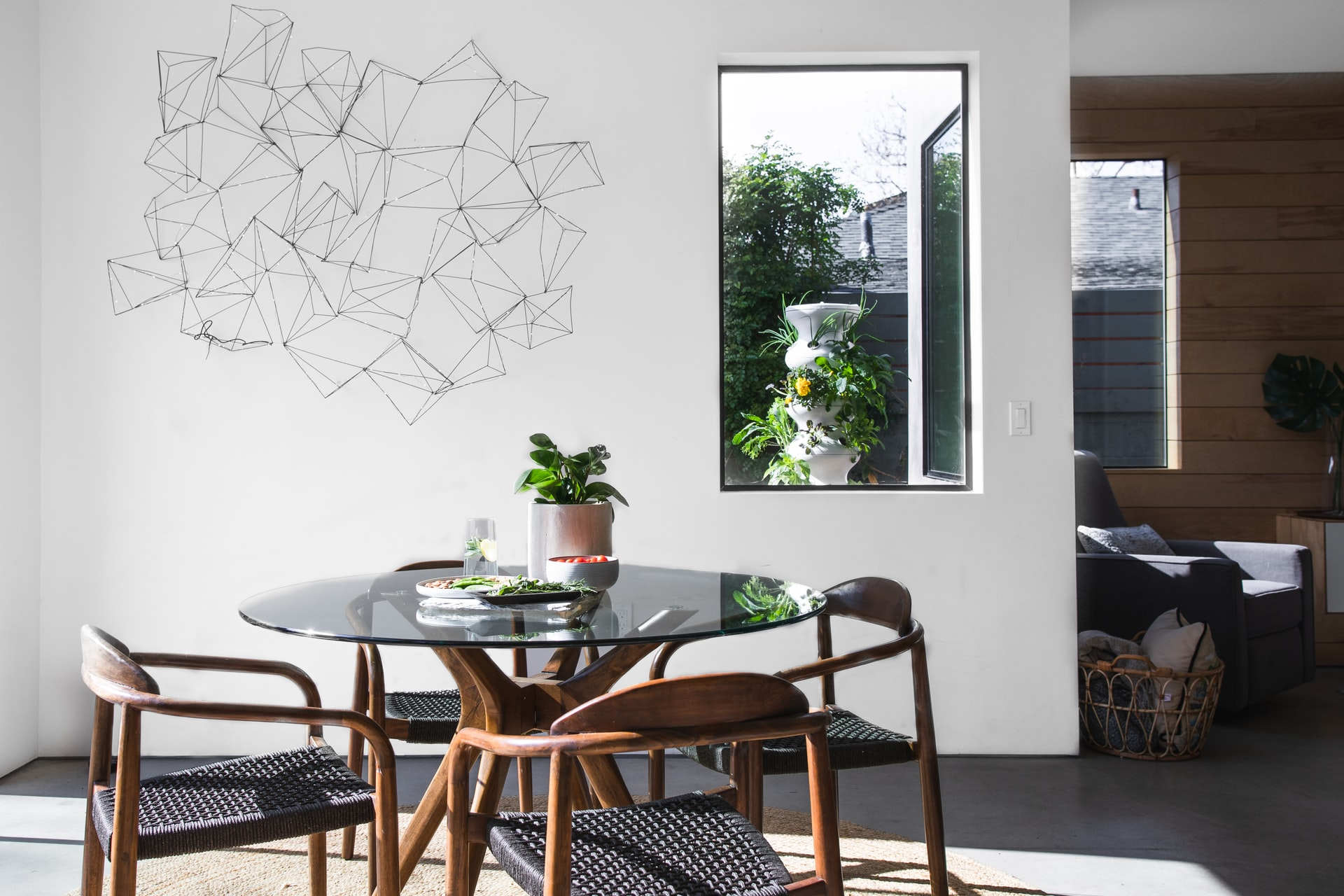 7 Aspects To Look For While Choosing A Dining Table